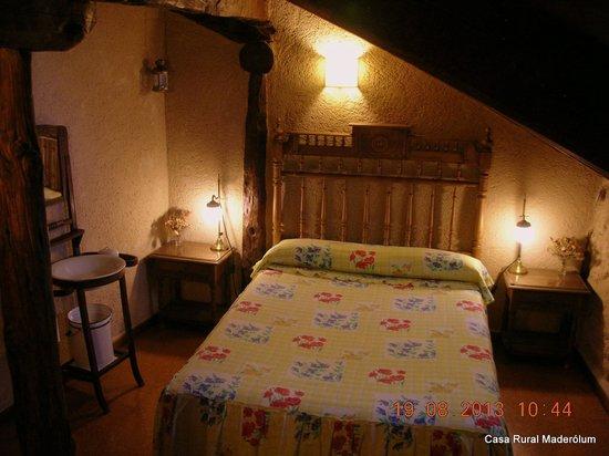 Casa Rural Maderolum: Habitación Ayllón.