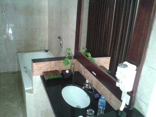 BEST WESTERN Kuta Villa: Villa bathroom