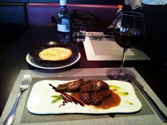 Bo & Gola : Solomillo de buey black angus con foie y trufa.