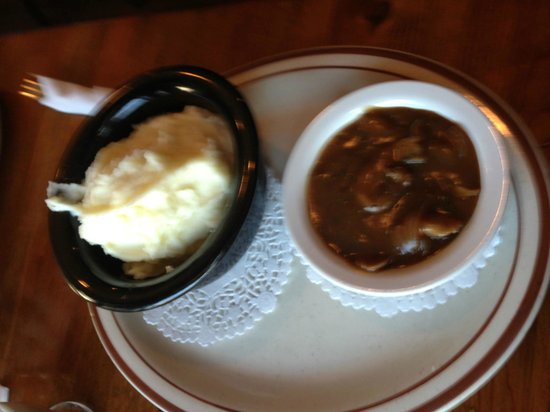 Nana's Irish Pub: Soup of the day and the mashed potatoes. A+
