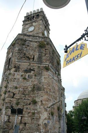 Alp Pasa Hotel: klokketoren op het plein