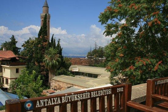 Alp Pasa Hotel: uitzicht van af het plein