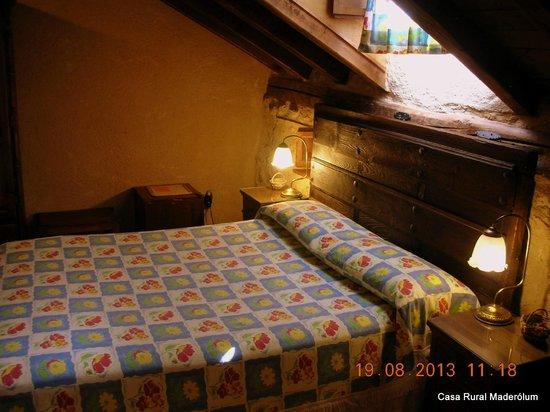 Casa Rural Maderolum: Habitación abuhardillada Sepúlveda.