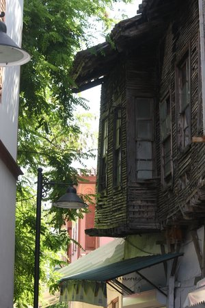 Alp Pasa Hotel: vervallen woning in oude stad