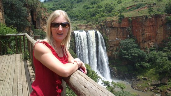 Acra Retreat - Mountain View Lodge - Waterval Boven: stunning waterval next to the road