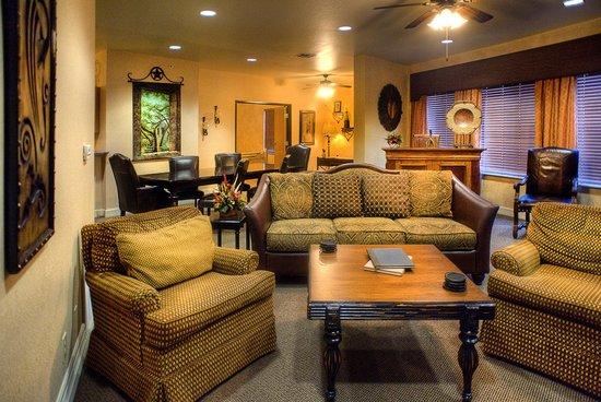 Inn on Barons Creek: Presidential Living Room