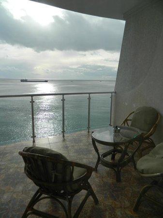 Korall Guest house : Вид из окна на балкон