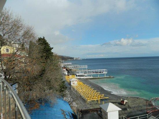 Korall Guest house : Вид с балкона на море и пляж