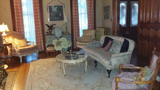 Pratt-Taber Inn: Living room
