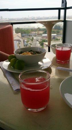 Gold Hotel: breakfast