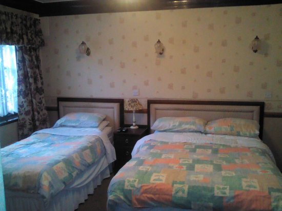 The Sneyd Arms Hotel: our lovely bedroom