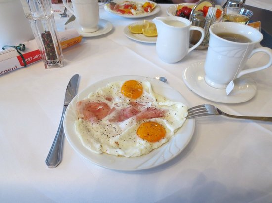 Thermenhotel Kurz: Frühstück, individuell frisch zubereitete Spiegeleier