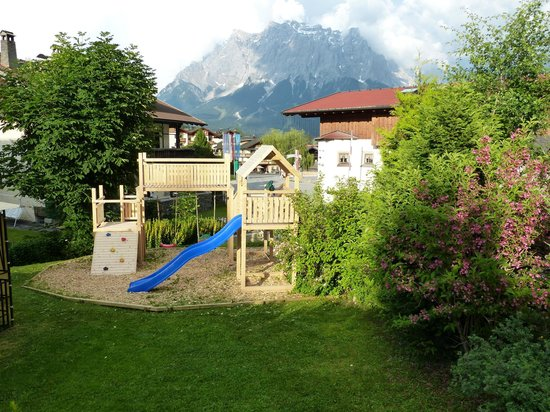 spielplatz im garten picture of appartements alpenland lermoos tripadvisor. Black Bedroom Furniture Sets. Home Design Ideas