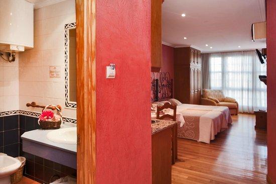 HOTEL PUERTA DEL SOL: apartamento estudio