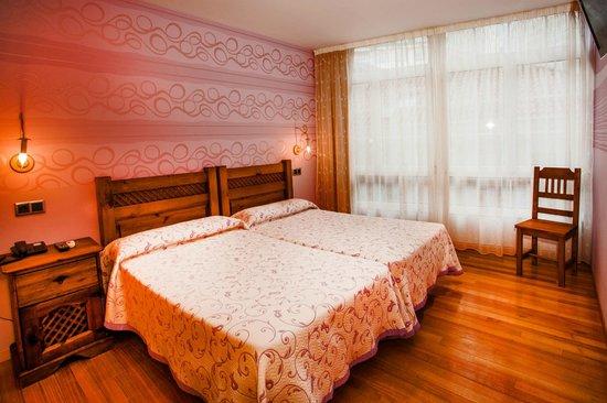 HOTEL PUERTA DEL SOL: habitacion apartamento