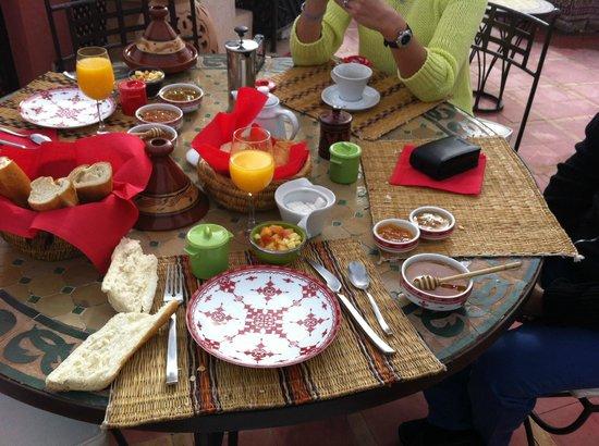 Riad Alili : Petit déjeuner en terrase