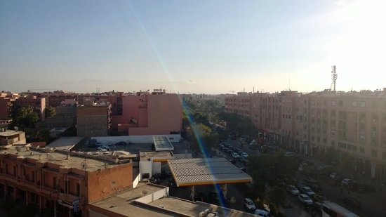 Hotel Mont Gueliz : View across Marrakesh from the roof cafe