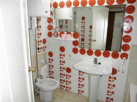 Hotel Koral: baño