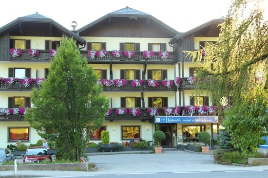 Hotel Lindwurm: Front Sommer