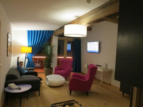 Wohnzimmer - Picture of Raffl\'s Tyrol Hotel, St. Anton am Arlberg ...