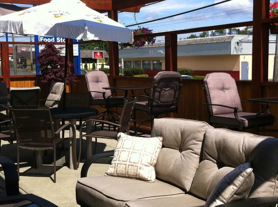 Fluid Bar and Grill: Patio Lounge