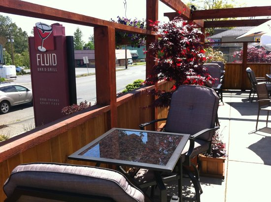 Fluid Bar and Grill: Sunny days on the patio
