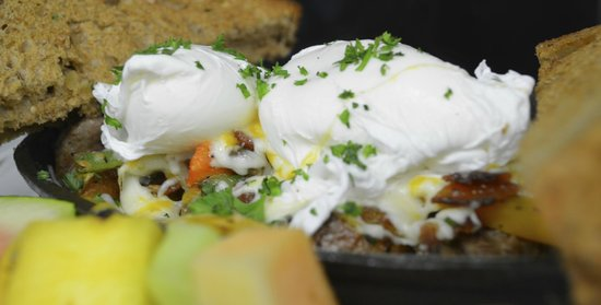 Fluid Bar and Grill: Breakfast served Saturday / Sunday / holiday Mondays 10am - 2pm