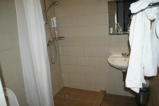 Kreutzwald Hotel Tallinn: Ванная комната