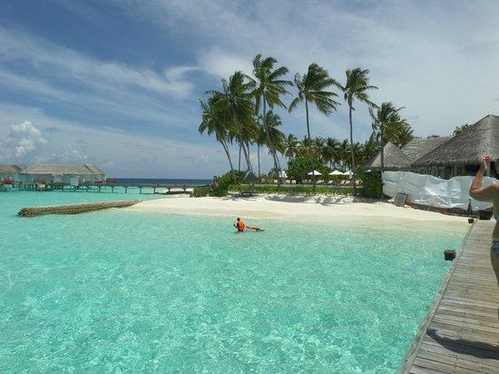 Centara Grand Island Resort & Spa Maldives : Island Club under Refurb