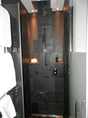 The Dom Hotel : trendy shower cubicle showing black marble and waterfall shower