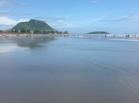 Maunganui Beach: The beach is flat and safe for young children
