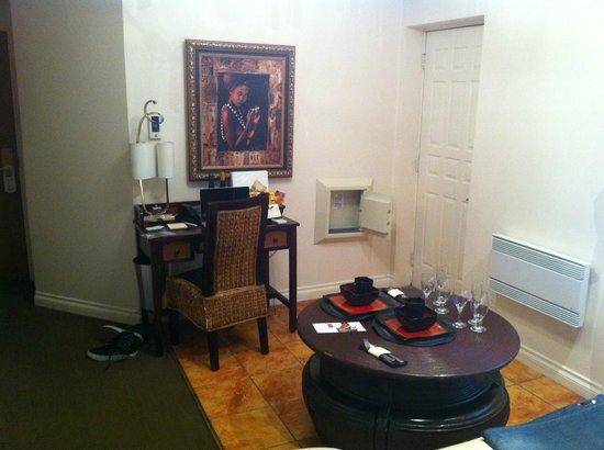 Hotel Kutuma: Desk