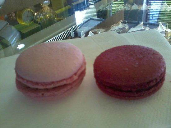 16 Cafe: Macarons