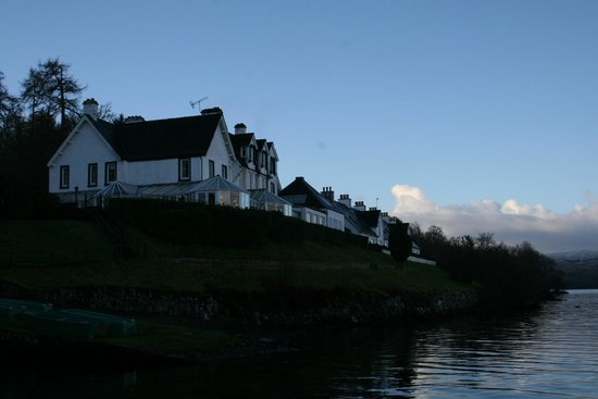 Portsonachan Hotel: Looking up at the hotel from the loch
