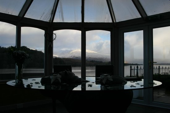 Portsonachan Hotel: This is part of the veiw from the conservatory
