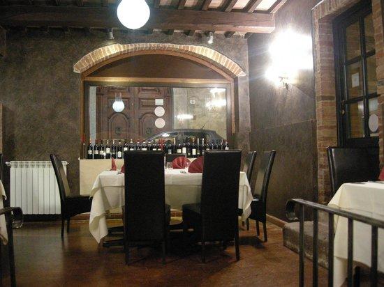 Il Medioevo: sala ristorante