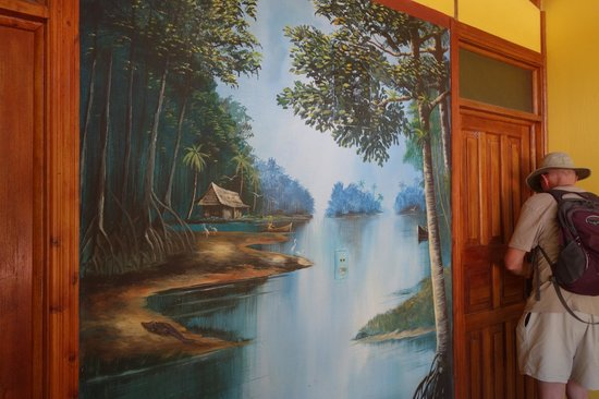 Oceano Cabinas Bar & Restaurant: Mural in front of both rooms