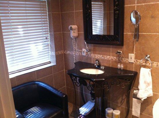 Hotel Kutuma: Bathroom 2