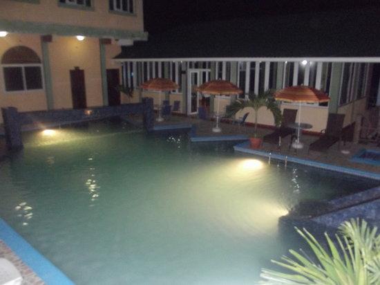 Ribiera del Lago Petén Itza: Por las noches