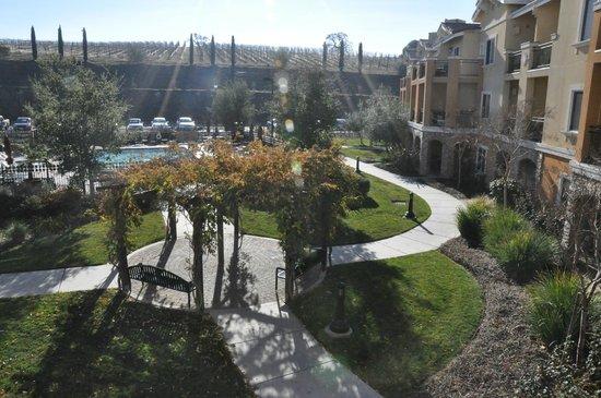 Vino Bello Resort: Courtyard view from balcony
