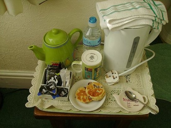 Plasnewydd Bed and Breakfast: A hospitality tray in bedroom
