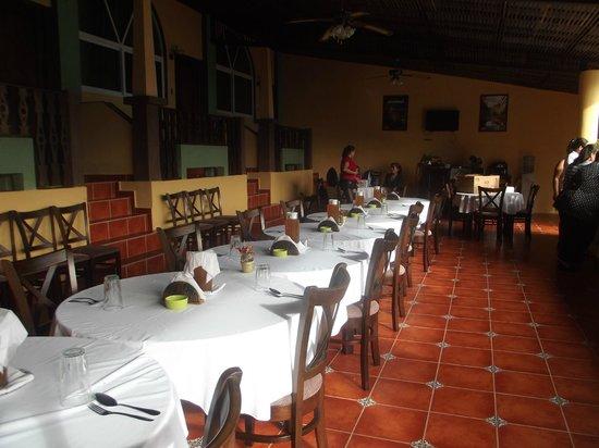 Ribiera del Lago Petén Itza: Restaurante