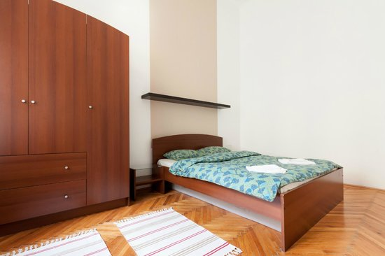 Budapestay Apartments : Comfortable king size double bed