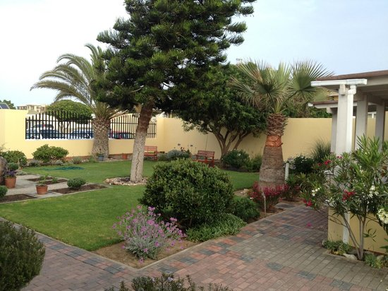 Cornerstone Guesthouse : Tranquil garden
