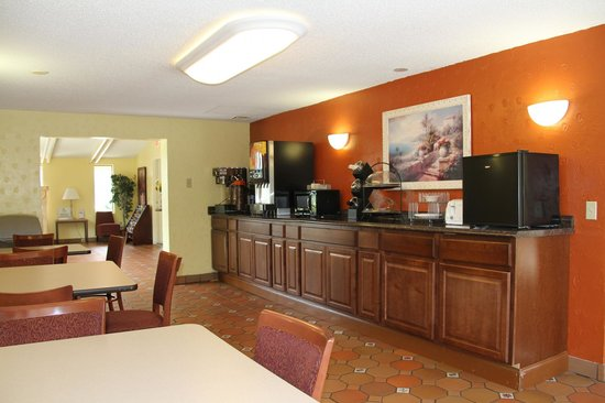 Super 8 Lantana West Palm Beach: Breakfast Room