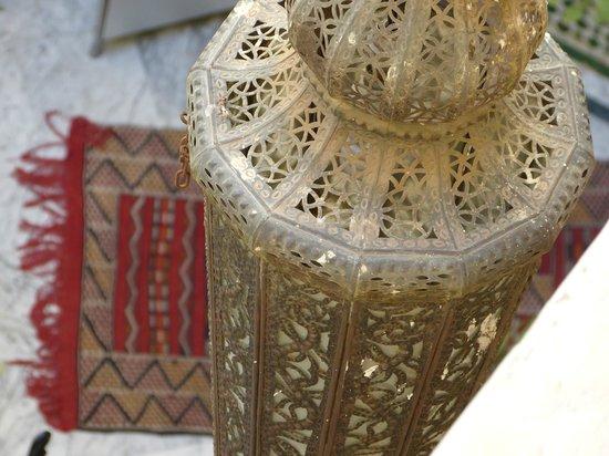 RIad Al Loune: lanterne e tappeti