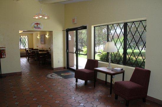 Super 8 Lantana West Palm Beach: Lobby