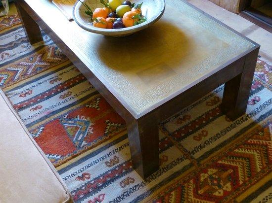 RIad Al Loune: mobili e ceramiche