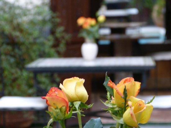 RIad Al Loune: fiori nella hall