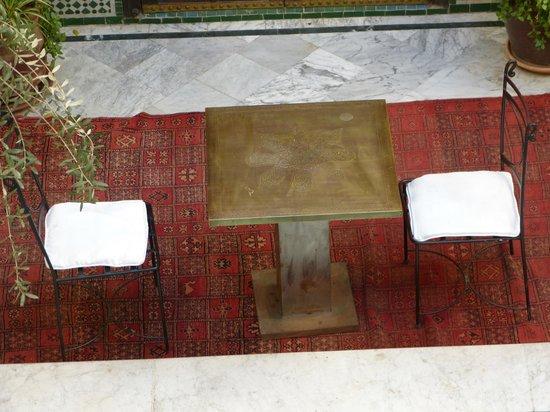 RIad Al Loune: all'arrivo, colazione bordo piscina e pasticceria marocchina con ottimo the alla menta